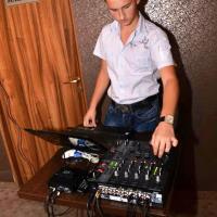 Denis este deja DJ profesionist