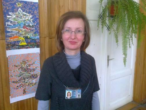 Dna profesoară Anca Piscoi se străduieşte să stârnească interesul elevilor privitor la studiul istoriei.