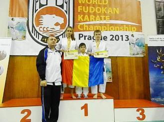 06 pe podium