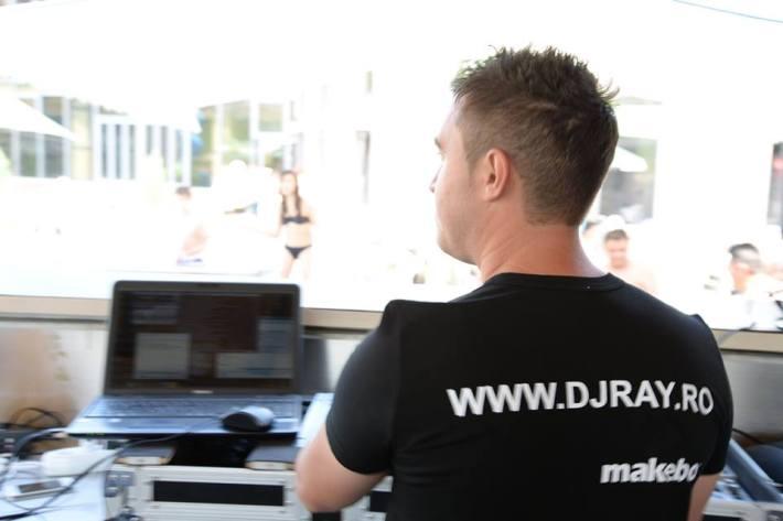 Atmosfera este intretinuta de MC DJ RAY. (www.djray.ro)