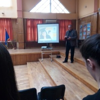 NICOLAE FRĂŢILĂ & ANDREI ONILĂ: Academie Americană în Braşov