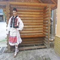 ROXANA ILINCĂU: Folclor, tradiţii şi obiceiuri naţionale