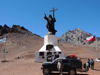 Monumento el Cristo Redentor(alt.4000m)marca fostul punct de frontiera Argentina - Chile