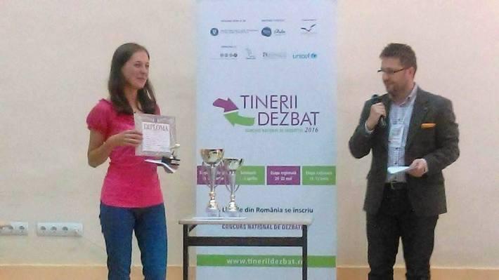 Inmanarea premiului de catre Emanuel Beteringhe
