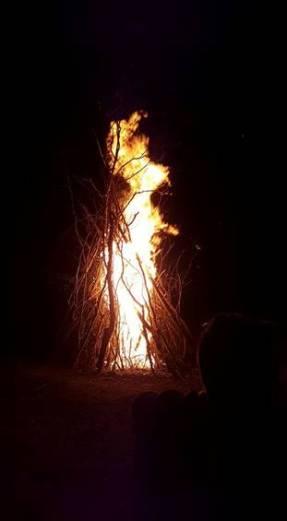 Focul de tabără (Sursă foto: Grup Tabăra Limitless)