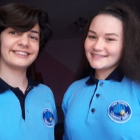 TEODORA NICORICI & ROXANA BAR: Povestea tricoului albastru