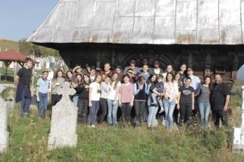Echipa EUROSCOLA la Biserica din Valea de Jos