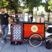ADRIANA UNGUR & MARIA STEPAN: Genus Coffee pe placul tuturor