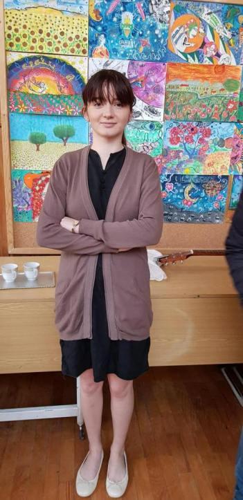 Servitoarea Marika, interpretată de Anastasia Cosac