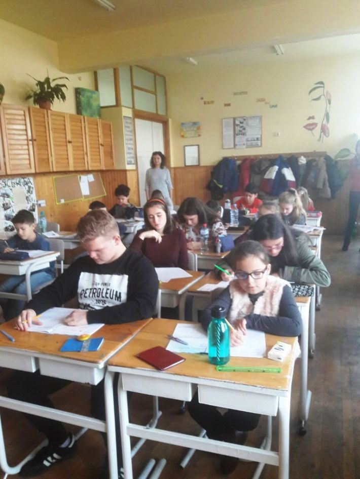 Elevii in timpul concursului (1)