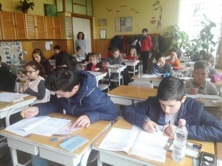 Elevii in timpul concursului