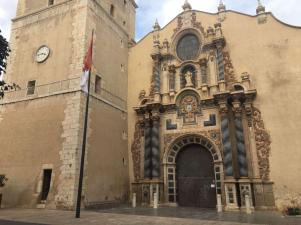 Iglesia de la Nuestra Señora de la Asunciõn (Vinaroz) - Biserica Arhiepiscopala a Fecioarei de la Adormirea Maicii Domnului; situata in Plaza del Ayuntamiento de Vinaroz (provincia Castellón). Este un templu fortificat, construita in secolul al XVI- lea, un exemplu al arhitecturii gotice- renascentiste si al operei baroce. A fost clasificata monument istoric in anul 1978.