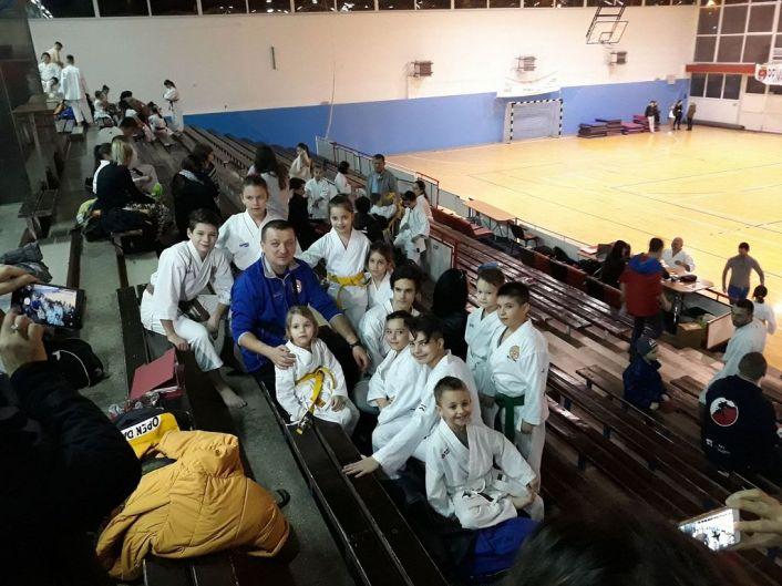 (foto)-campionatul-national-de-karate-traditional-pentru-copii-si-cadeti,-juniori,-tineret,-seniori---zona-ardeal-(fudokan-2018)-poza-14-ulopfem
