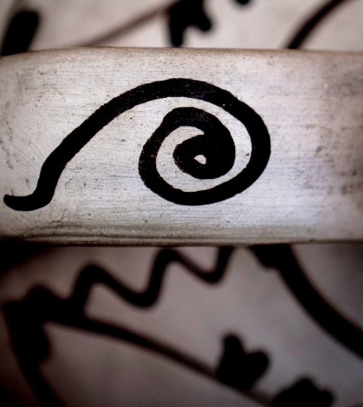 SEMNE #03 ulcior, ceramică albă, Vadu Crişului, Bihor, colecţia etnografică Al. Sanislav © Harris Wallmen
