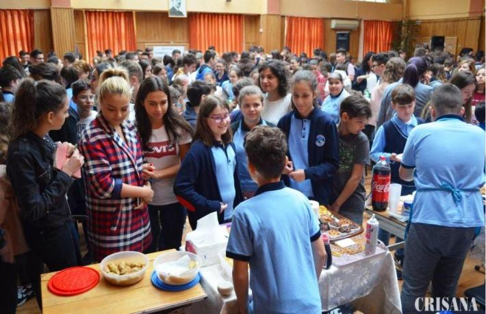 "Liceul ""Onisifor Ghibu"" susține cauza Caritas Eparhial Târg culinar în scop caritabil"