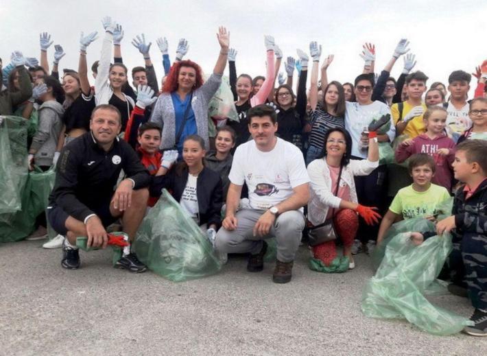 Ziua curateniei Peste 18.000 de voluntari bihoreni au curatat gunoaiele...