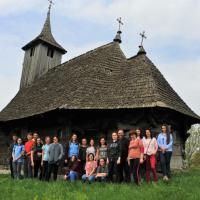 ADRIANA ŞTIUBE: Stop-cadru pe bisericile de lemn