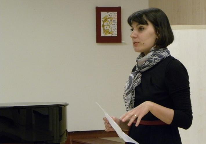 doamna Adina Baya, Lect. Univ. Dr. în cadrul UVT, specializarea Jurnalism.
