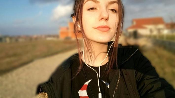 LARISA BARCUI