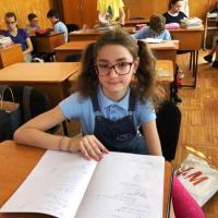NATALIA & CYNTHIA: Olimpică la matematică. Plus AUDIO
