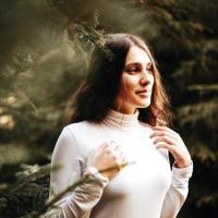 IOANA & IOANA: Lebăda de hârtie a Corinei